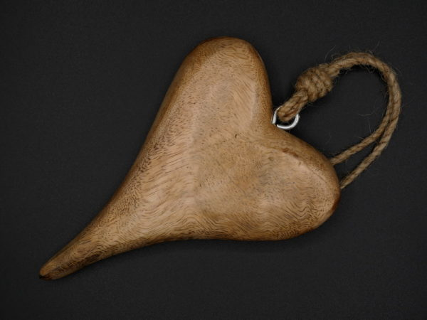 Coeur en bois allongé