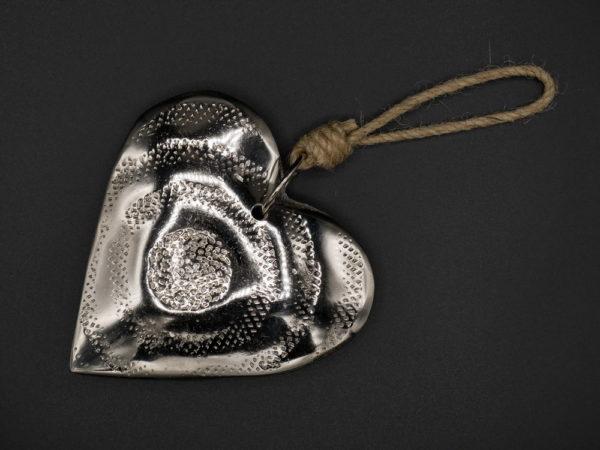 Coeur métal martelé