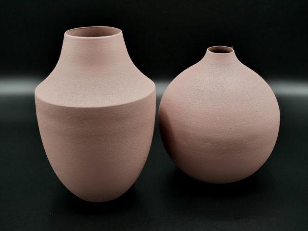 Vase en métal rose